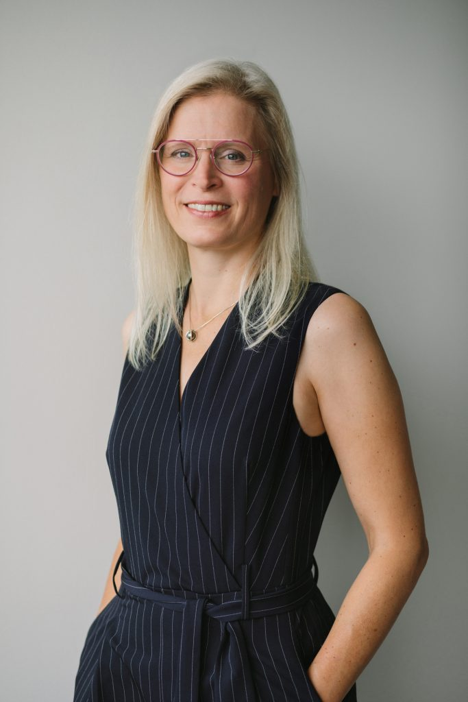 Headshot during Vancouver personal brand session of a business woman